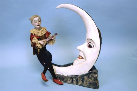 Pierrot serenading the moon