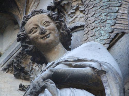 Reims_Cathedrale_Notre_Dame_019_smiling_angel