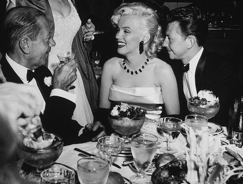 Marilyn-Monroe-Donald-OConnor-and-lyricist-Cole-Porter-at-a-dining-table-at-a-Cinerama-party-at-the-Cocoanut-Grove-Los-Angeles-1953754e
