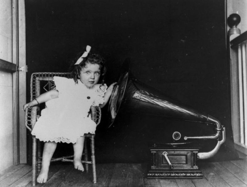 A gramophone in Queensland ca 1903